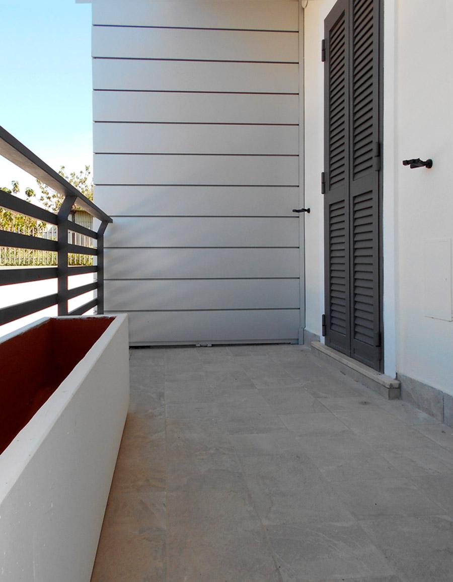 Porta persiana marrone in ferro